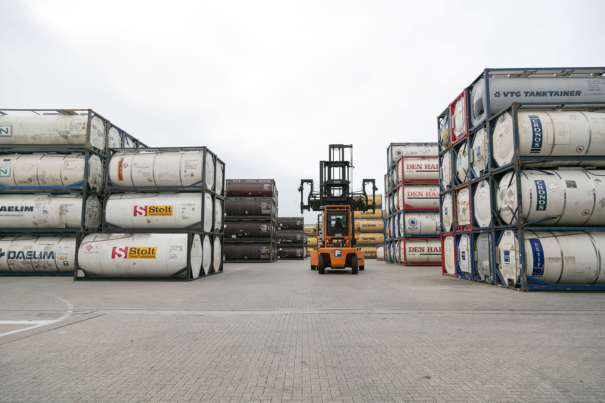 Welcome   GROUP VAN LOON - Integrated tankcontainer services
